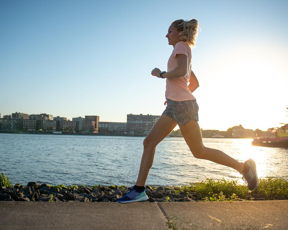 Vrouw wil hardlopen voor haar goede voornemens